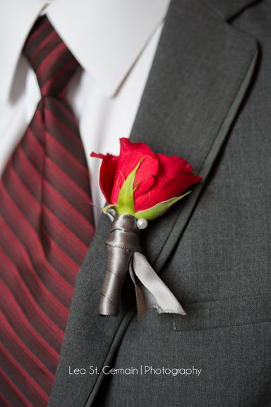 jd designs , lea st germain photography , boston, boston wedding, red , gray , exquisite linens and florals , smith and wollensky , groom , boutonniere , giblees