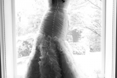 wedding gown , museum , decordova , art , modern , romantic , library , liz linder photography , boston , boston wedding , black and white